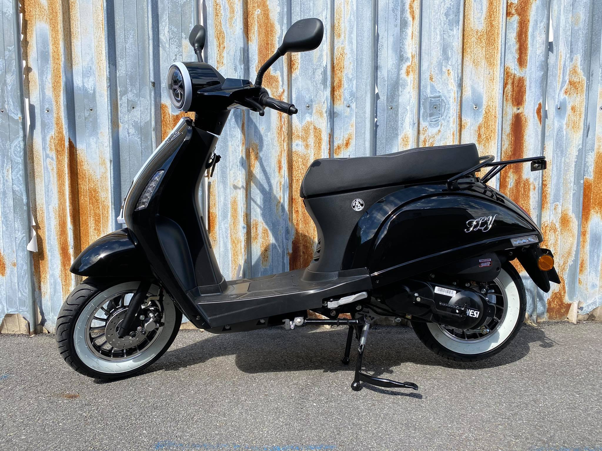 Fly Retro Scooter Zwart / Wit